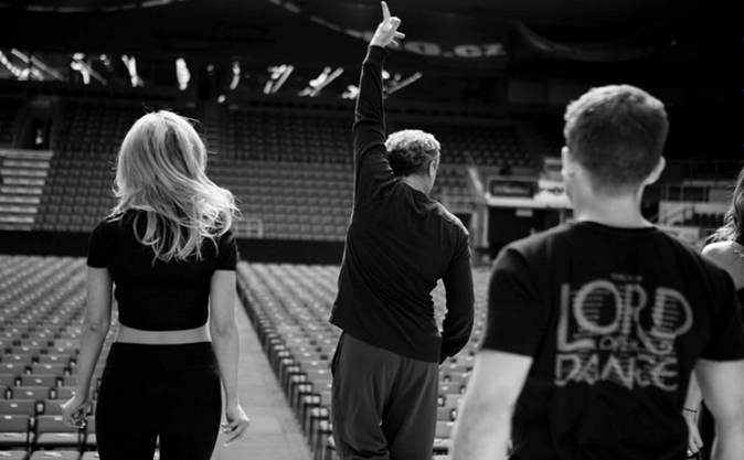 Michael Flatley choreographs members of the Irish dance group Lord of the Dance